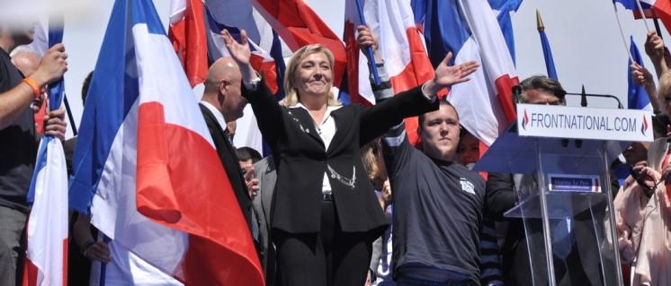 """Angst und Terror sind ihre besten Wahlkampfhelfer: Marine Le Pen vom """"Front National"""" (Foto: Wikimedia.org/Blandine Le Cain/CC BY 2.0)"""
