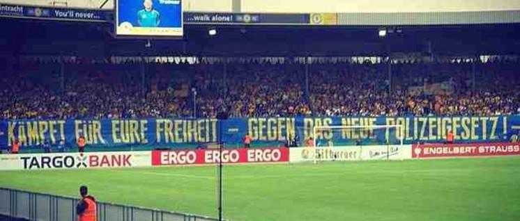 105 mal 3 Meter– das Transparent der Fans von Eintracht Braunschweig beim Spiel gegen Hertha BSC. (Foto: bs1895.de)