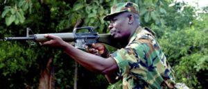 """So sieht deutsche Entwicklungshilfe aus: Ein Soldat aus Ghana bei einer Übung am """"Kofi Annan International Peacekeeping Training Center"""", das von der Bundesregierung mit finanziert wird. (Foto: Gemeinfrei)"""