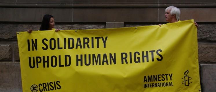 """Für die Organisation """"Amnesty International"""" ist entscheidend, dass zum richtigen Zeitpunkt möglichst drastische Forderungen erhoben werden. (Foto: [url=https://www.flickr.com/photos/cascade_of_rant/5437953172] Richard Potts[/url])"""