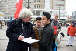 Unterschriftenaktion der DKP in Berlin