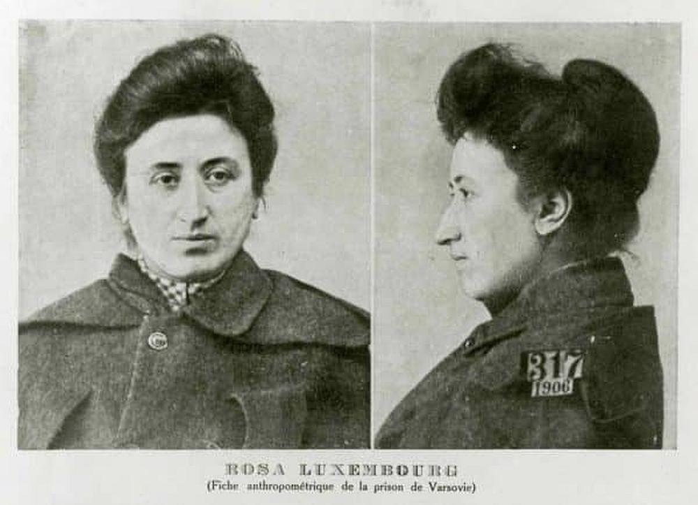 Rosa Luxemburg, aufgenommen im Warschauer Gefängnis 1906.