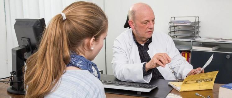 Nach den Regierungsplänen sollen alle Ärztinnen und Ärzte ihre Sprechstunden um fünf Stunden pro Woche ausdehnen. (Foto: AOK-Mediendienst)
