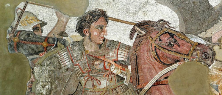 "Alexander im Schlachtgetümmel, Detail der berühmten ""Alexanderschlacht"" (Mosaik, Pompeji, ca. 150–100 v.u.Z.) (Foto: [url=https://de.wikipedia.org/wiki/Alexander_der_Gro%C3%9Fe#/media/File:Alexander_and_Bucephalus_-_Battle_of_Issus_mosaic_-_Museo_Archeologico_Nazionale_-_Naples_BW.jpg]Berthold Werner[/url])"