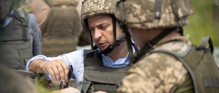 Besonders friedlich sieht er nicht aus: der ukrainische Präsident Selenskij  bei einer Miltärübung. (Foto: www.president.gov.ua)