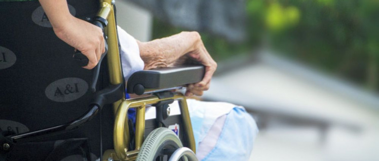 Die Arbeitsbedingungen in der Altenpflege machen krank. Die Leidtragenden sind die Bewohner und die Pflegekräfte. (Foto: Gemeinfrei)