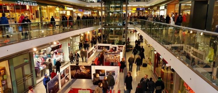 """Der Sonntag soll nach Vorstellungen der Arbeit""""geber"""" normaler Arbeitstag werden. Im Bild: Einkaufen im Leipziger Hauptbahnhof. (Foto: CC0 Public Domain)"""