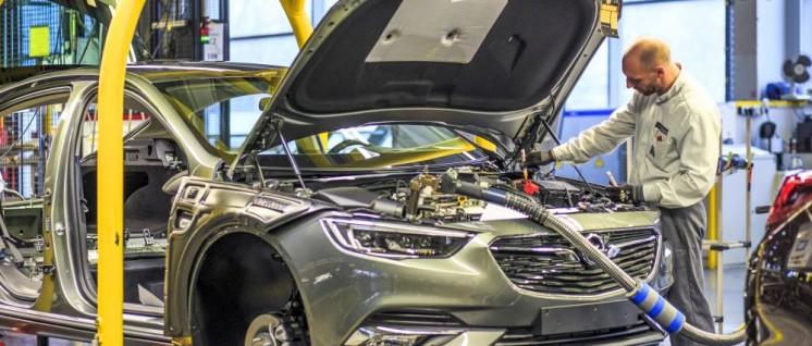 Endmontage des Opel Insignia in Rüsselsheim (Foto: Opel Automobile GmbH)