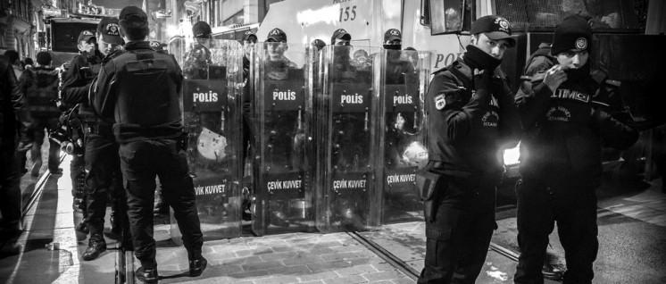 Eine Stütze der Macht Erdogans: Die allgegenwärtige Polizei (Foto: [url=http://t1p.de/e6j5]Guiseppe Milo[/url])