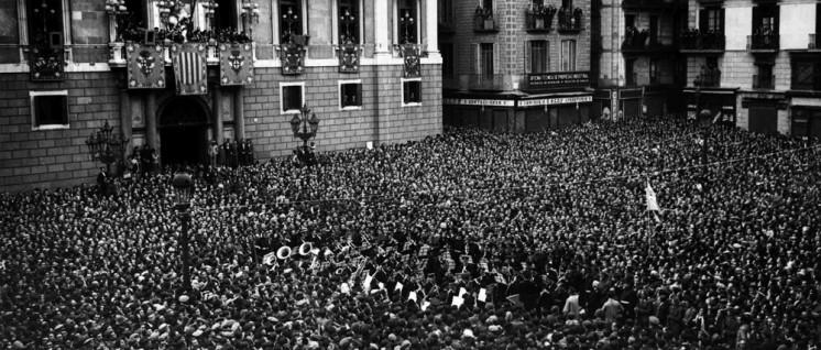 "Barcelona, 1931: Ausrufung der 2. Spanischen Republik. Nach den ""zwei schwarzen Jahren"" siegte Anfang 1936 bei den Parlamentswahlen die ""Frente popular"". (Foto: Banda Municipal de Barcelona/ wikimedia.com/ CC BY-SA 3.0)"