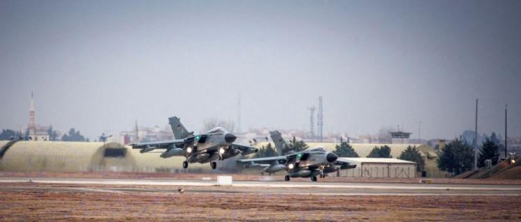 """Möchten in Incirlik besucht werden: Tornados vom Taktischen Luftwaffengeschwader 51 """"Immelmann"""" (Foto: Bundeswehr/Falk Bärwald)"""