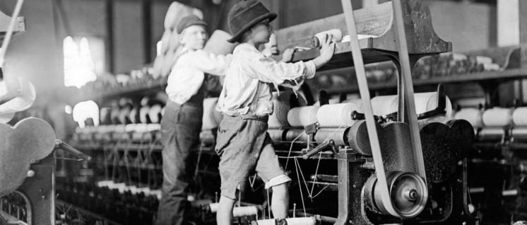 USA: Kinderarbeit in einer Spinnerei (Foto: Lewis Hine/United States Library of Congress/gemeinfrei)