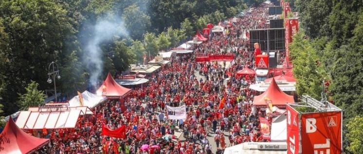 50 000 Metallarbeiterinnen und Metallarbeiter gingen in Berlin für ihre Zukunft auf die Straße. (Foto: Thomas Range)
