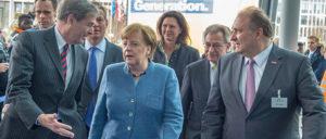 Man versteht sich: Bundeskanzlerin Angela Merkel im Gespräch mit Spitzenvertretern der deutschen Industrie und des Handwerks. (Foto: www.spitzengespraech.de)