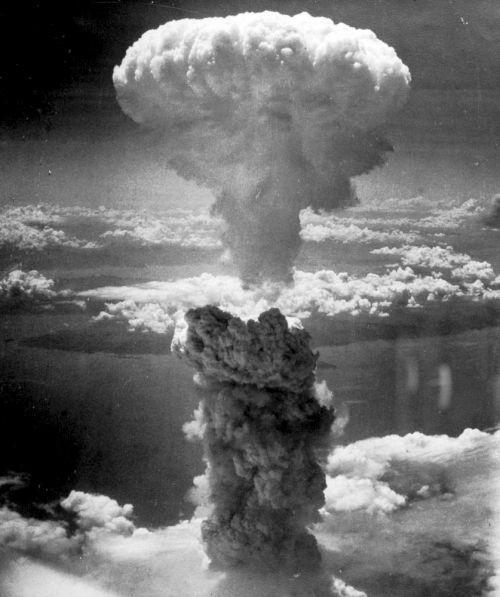 Auch für den Angriff auf die Sowjetunion geplant: Atomwaffen. (Hier der Atompilz des Bombenabwurfs auf Nagasaki, 9.August 1945. In Nagasaki starben 70 000Menschen, viele weitere an den Folgen)