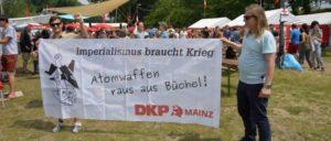 Auf dem Festival der Jugend 2017 wird zur Blockade des Fliegerhorstes Büchel aufgerufen (Foto: Tom Brenner)