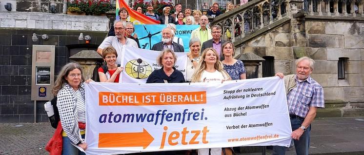"""Antikriegstag 2019 in Aachen und Verleihung des Aachener Friedenspreises u.a. an (die vom Netzwerk Friedenskooperative mitgetragene) Kampagne """"Büchel ist überall! atomwaffenfrei.jetzt"""". (Foto: Netzwerk Friedenskooperative)"""