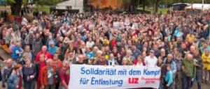 Soli-Aktion für die Kolleginnen und Kollegen in der Pflege vor der Hauptbühne des UZ-Pressefestes (Foto: Jo)