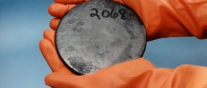 Das ist der Stoff, aus dem die Bombe gebaut wird: Uranium-235 (Foto: public domain)