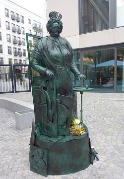 Das Mutter-Ey-Denkmal von Bert Gerreheim in Düsseldorf