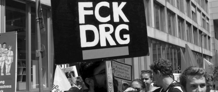Für Entlastung, gegen Fallpauschalen: Bei einer ver.di-Demonstration für mehr Personal im Krankenhaus. (Foto: Werner Sarbok)