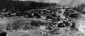 """Nicht abschließend erfolgreich – deutsche Rüstungsgüter """"abgestellt"""" in Weißrussland 1944. (Foto: wikipedia)"""