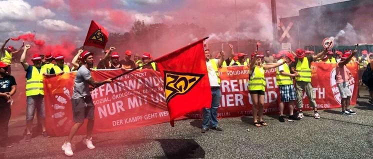 IG Metall im Kampfmodus: Beeindruckende Protestaktion der Beschäftigten von Riva/H.E.S. aus Horath und Trier am 28.Juni in Hennigsdorf für die Anerkennung der Tarifverträge der Metall- und Elektroindustrie in Rheinland-Pfalz (Foto: IG Metall)