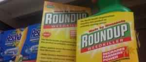 Roundup, das bekannteste Unkrautvernichtungsmittel mit Glyphosat, dürfte bald eines der attraktivsten Produkte von Bayer sein. (Foto: [url=https://www.flickr.com/photos/wdm/27014963276]Global Justice Now/flickr.com[/url])