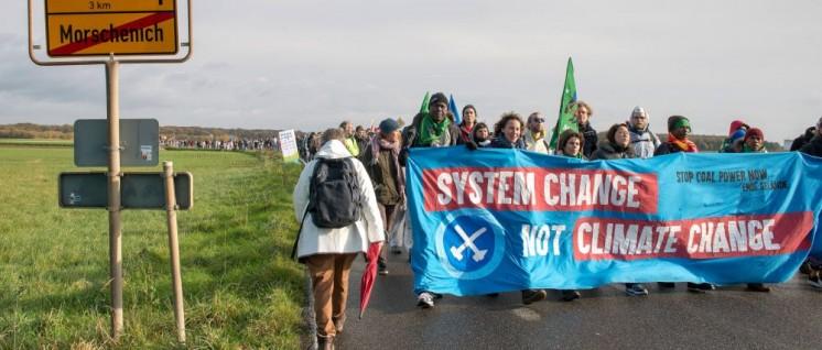 Demonstration gegen den Braunkohle-Abbau im Rheinland am 5.11. (Foto: Hubert Perschke/r-medibase.eu)