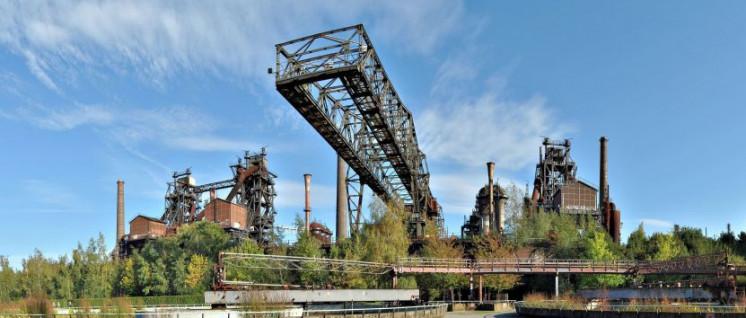 Hier ist die Produktion bereits Geschichte: Die Meidericher Eisenhütte gehört heute zum Landschaftspark Duisburg-Nord. (Foto: [url=https://commons.wikimedia.org/w/index.php?curid=11672874]Karsten Disk / Wikimedia Commons[/url])