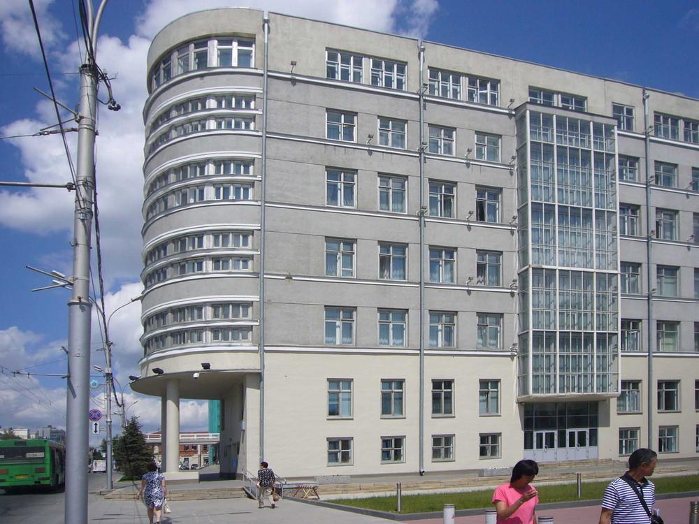 In den 20ern und zu Beginn der 30er plante Krjatschkow viele öffentliche Gebäude im Stadtzentrum von Nowosibirsk im konstruktivistischen Stil– so das Gebäude des Kreisexekutivkomitees des Sowjets der Deputierten der Werktätigen