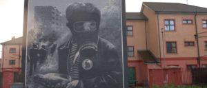 """Das zum 25. Jahrestag der """"Battle of the Bogside"""" enthüllte Wandbild in Derry zeigt den 13-jährigen Paddy Coyle während der Kämpfe mit der Polizei. (Foto: [url=https://www.flickr.com/photos/jimmyharris/2259476182/in/photostream/]Jimmy Harris[/url])"""