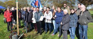DGB-Jugend und VVN-BdA pflanzen einen Baum für Theo Gaudig, den ehemaligen Häftling des KZs Buchenwald