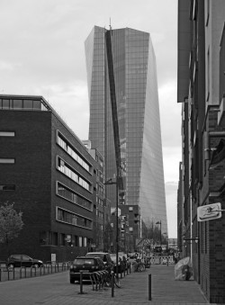 Der EZB-Turm im Frankfurter Ostend