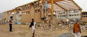 """Ein Waffenstillstand ist bitter nötig. Von der saudisch geführten Militärkoalition zerstörtes Behandlungszentrum für Cholera-Patienten der Organisation """"Ärzte ohne Grenzen"""" (September 2018) (Foto: [url=https://www.flickr.com/photos/felton-nyc/44662232162]Felton Davis[/url])"""
