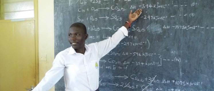 Ohne die Bridge Academy müssen die Lehrer noch selber wissen, wann sie die Tafel wischen.