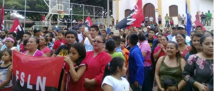 Bevölkerung feiert die Beseitigung der Straßenblockaden. (Foto: el19digital.com)