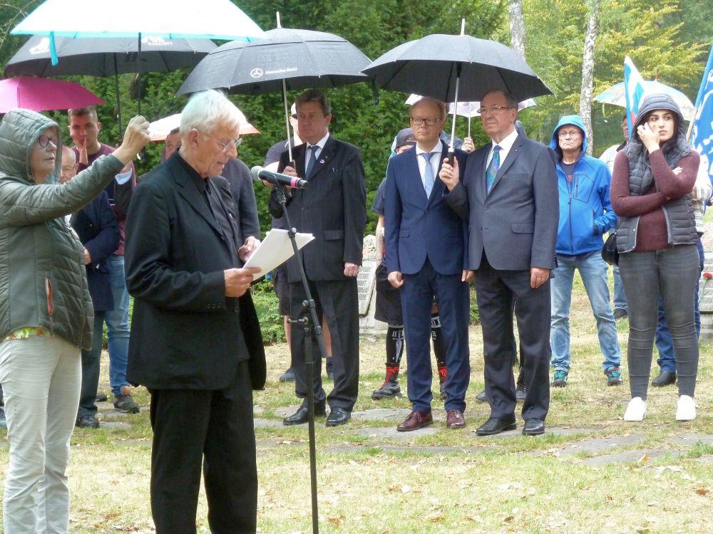 Rolf Becker bei seiner Ansprache