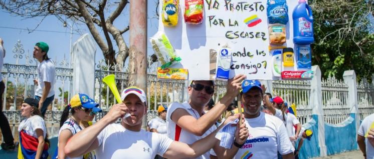 Oppositionelle protestieren gegen den Mangel an Konsumgütern – die Schuld geben sie dem linken Präsidenten.  (Foto: María Alejandra Mora, flickr.com, CC BY-SA 3.0)