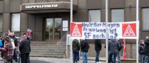 Die Belegschaft ist kampfbereit: Warnstreik bei Seppelfricke am 15.November (Foto: K. Pawlitzki)