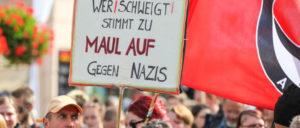 #wirsindmehr: In der Kleinstadt Neumünster waren es über 600 Menschen. (Foto: Ulf Stephan / r-mediabase.eu)