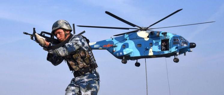 Verteidigungsministerium der VR China (Foto: Nicht in Syrien: Chinesische Luftlandetruppen bei einer Militärübung.)