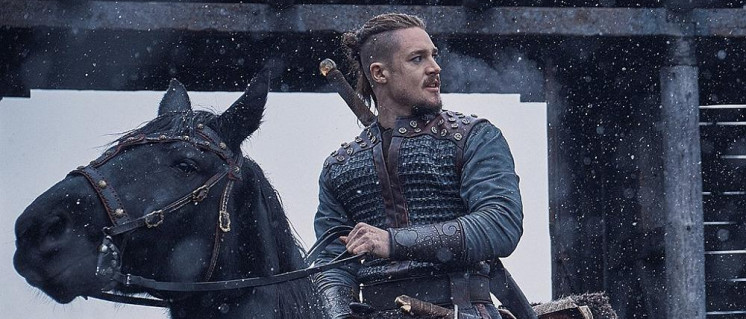 """Der Held der Serie """"Uhtred von Bebbanburg"""", wie es ihn im 9. Jahrhundert u.Z. nie gegeben hätte. (Foto: Netflix)"""