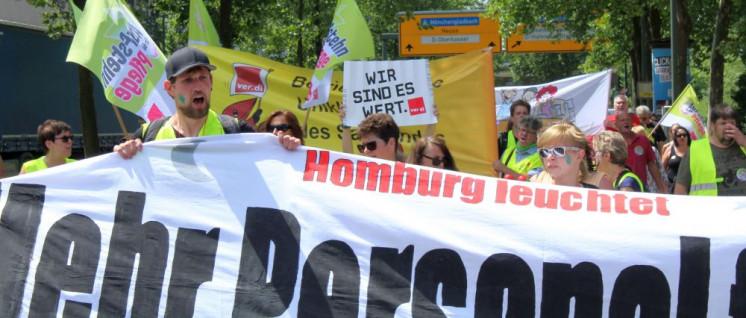 Streikende Kolleginnen und Kollegen der Uniklinik Homburg auf der ver.di-Demonstration am 20.Juni in Düsseldorf (Foto: Werner Sarbok)