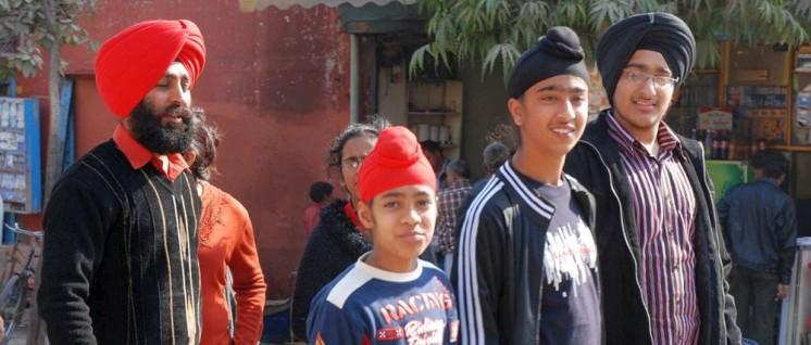 Ob diese Sikh-Familie ins Land dürfte, wenn sie denn will? (Foto: [url=https://de.wikipedia.org/wiki/Sikhismus#/media/File:Sikh_Family_cropped.jpg]Thomas Schoch [/url])