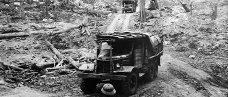 Versorgung der Truppen der Befreiungsfront im Süden Vietnams über unbefestigte Straßen und Wege (Foto: manhhai / flickr.com / CC BY 2.0)