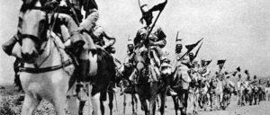 Italienische Eingeborenenkavallerie reitet gegen Addis Abeba (Foto: Collezione cartoline Albertomos/wikimedia.org/public domain)