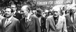Kurt Bachmann zwischen Max Reimann (r.) und Herbert Mies (l.) (Foto: UZ-Archiv)