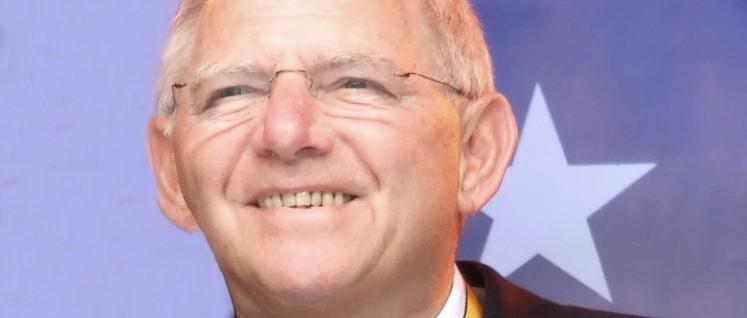 """Wolfgang Schäuble bei der Karlspreisverleihung 2012. Offizielle Begründung: Für seine Verdienste um die """"Wiedervereinigung und Neuordnung Europas"""", speziell für seinen Beitrag zur europäischen Integration und Stabilisierung der Währungsunion. (Foto: Euku / wikimedia / CC BY-SA 2.0)"""