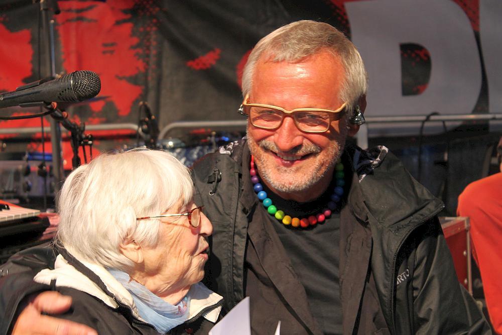Konstantin Wecker mit Esther Bejarano auf dem Pressefest 2014